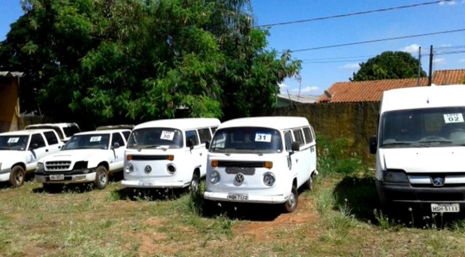 Ao todo são ofertados 43 lotes, sendo, 38 de veículos para circular e cinco lotes de sucatas de veículos para desmanche.